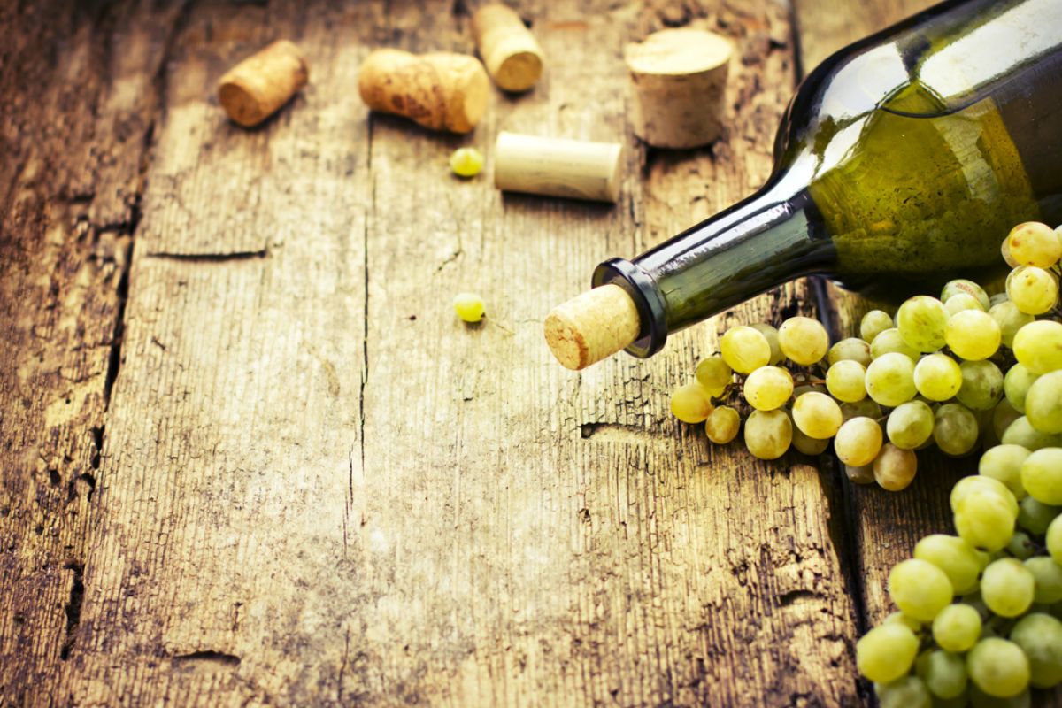 botella vino uvas