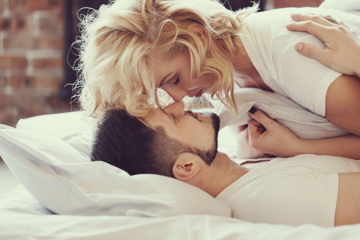pareja exitosa mujer-cama-acostados-pareja-malos hábitos relación fallida la quieres me extraña más recuperar a mi pareja persona adecuada