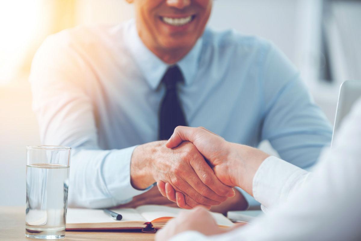 personalidad hombre corbata trabajo empleo cometes en tu CV