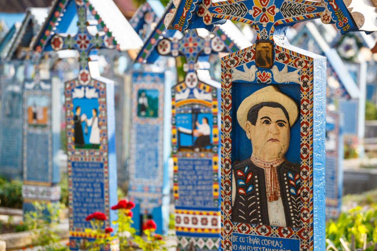 panteon cementerio merry rumania sapanta