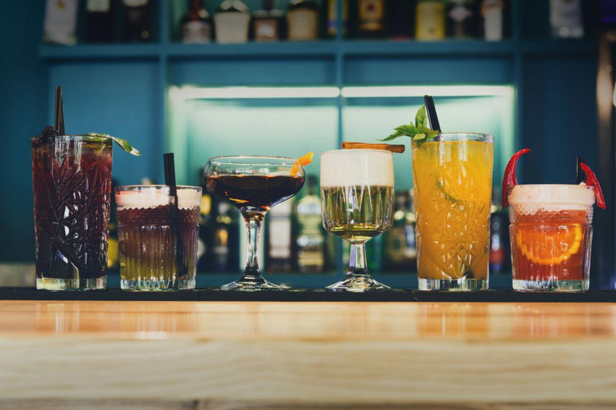 alcohol cocteles licor copas barra bar fiesta cócteles fáciles