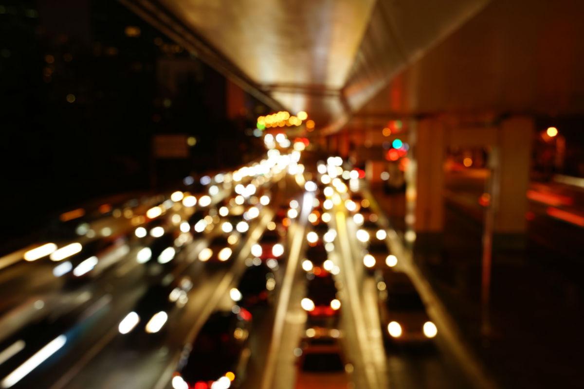 calle autos ciudad noche transito