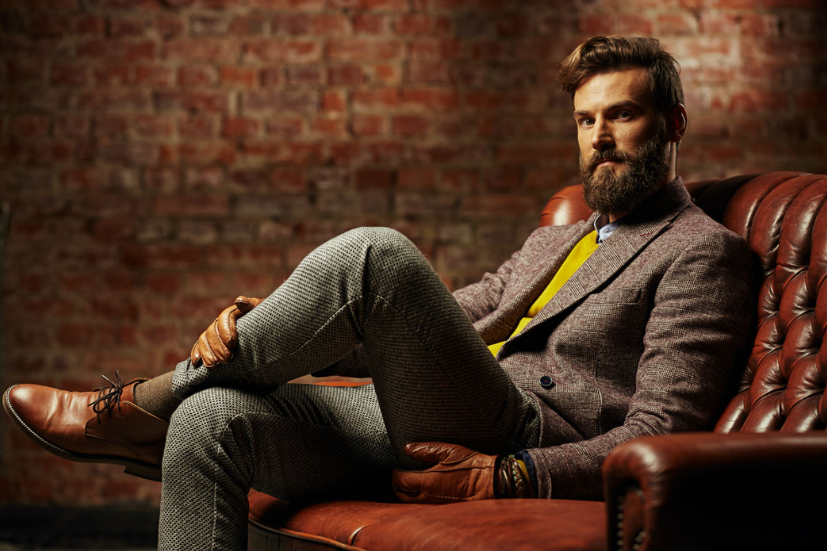 honbre caballero sillon barba bigote estilo elegante guantes