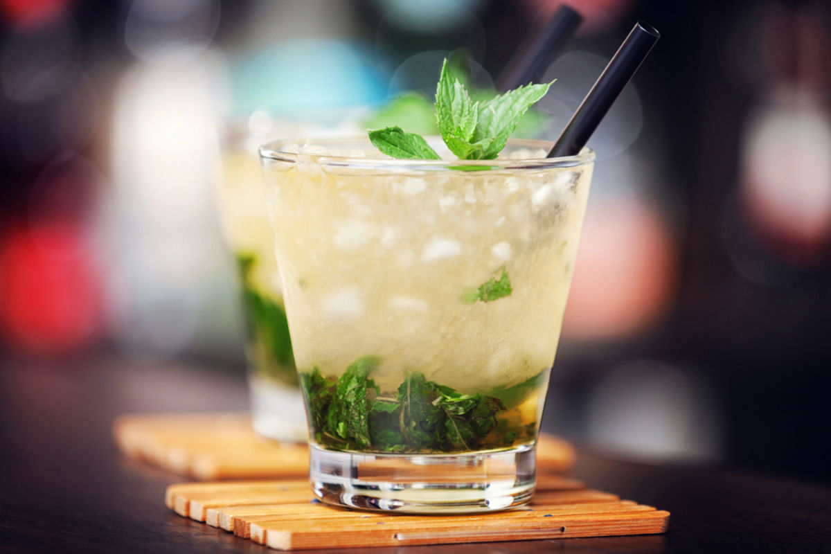 mint julep whiskey menta coctel alcohol bebidas