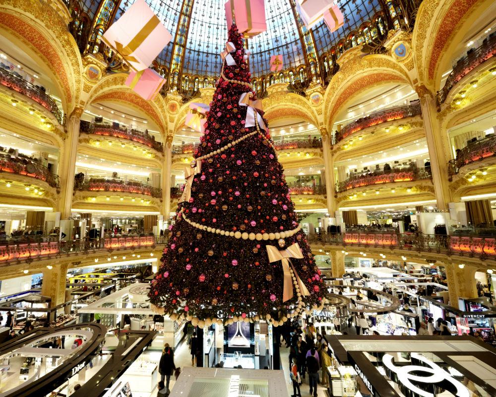 De qu color son los rboles de navidad que son tendencia for Cuales son los adornos navidenos
