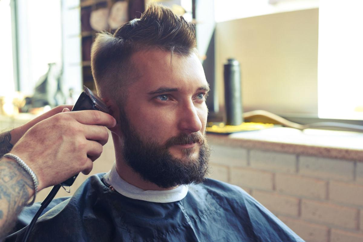 hombre guapo cabello maquina barba bigote corte