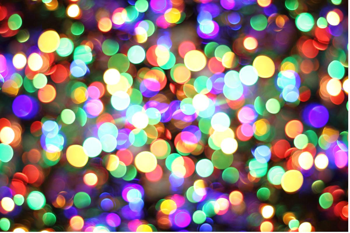 Bar que tiene muchas pelotas de colores for Piscinas con luces de colores