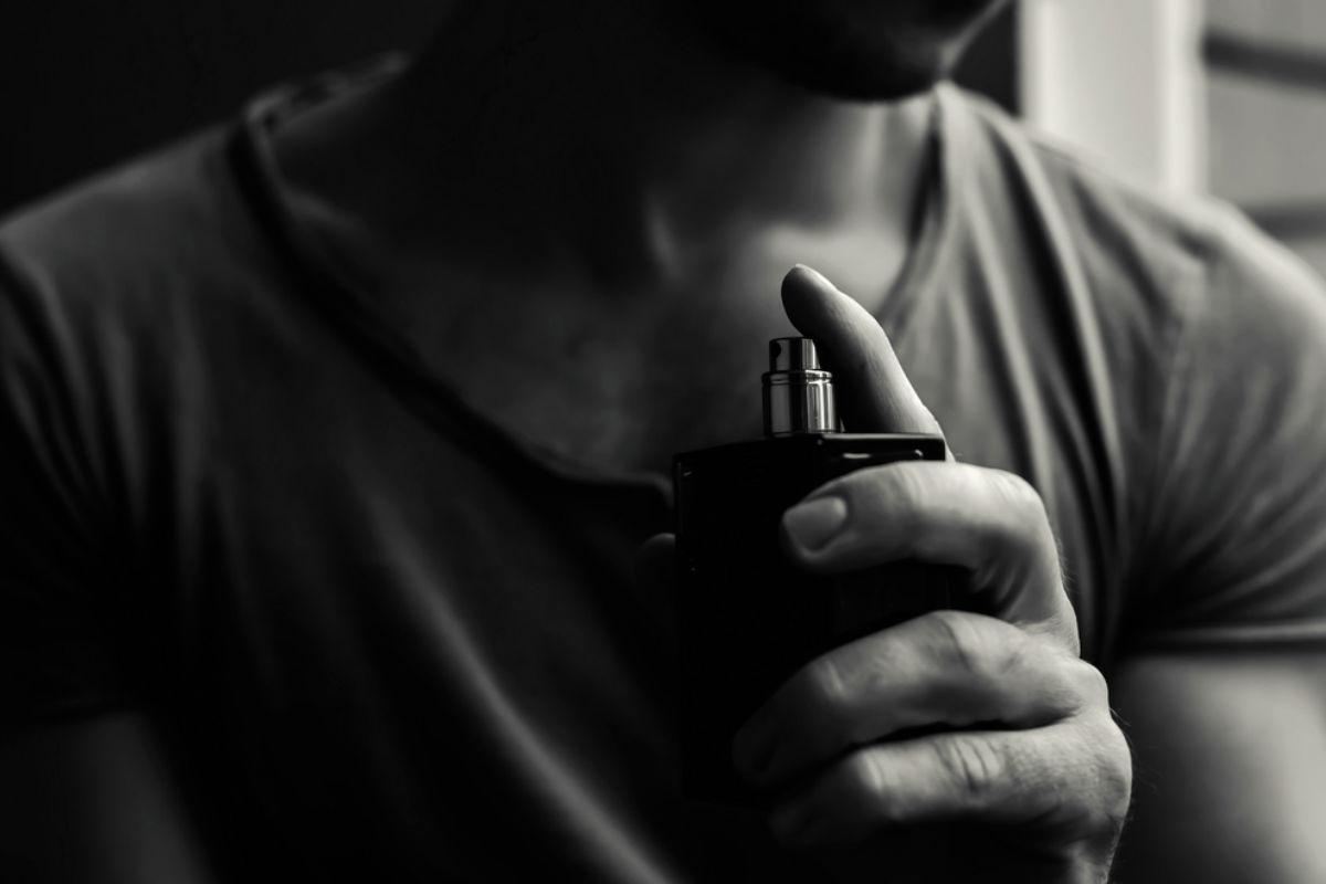 hombre locion fragancia mano cuello aroma olor