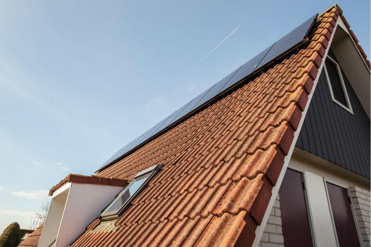 Tesla lanza techos solares for Techos para casas economicos precios