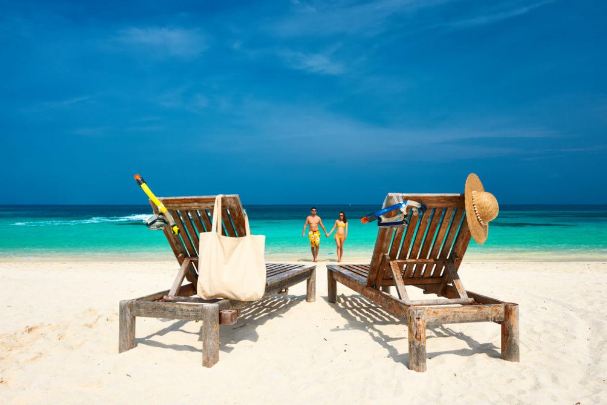 playa-vacaciones-pareja-hotel
