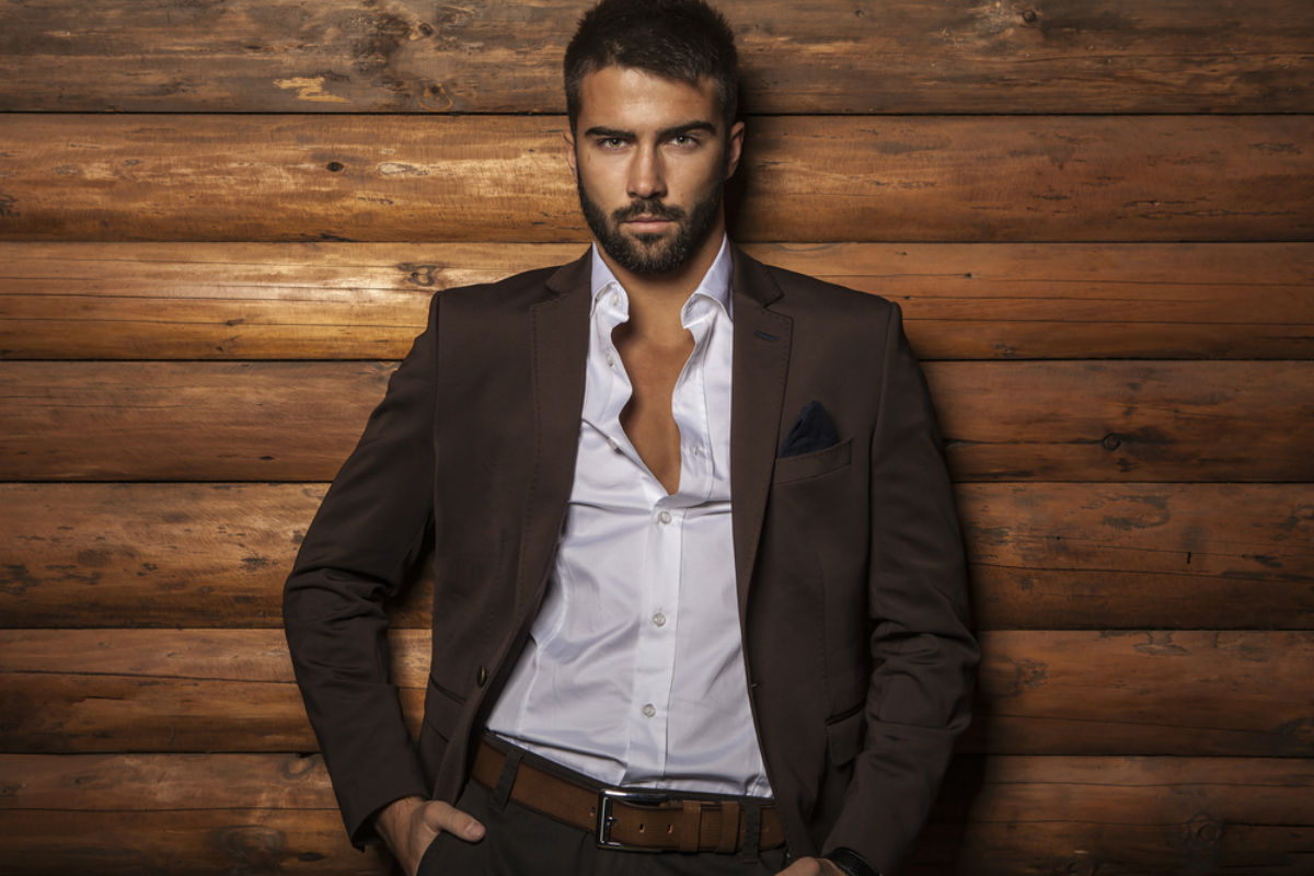 hombre con estilo elegante traje