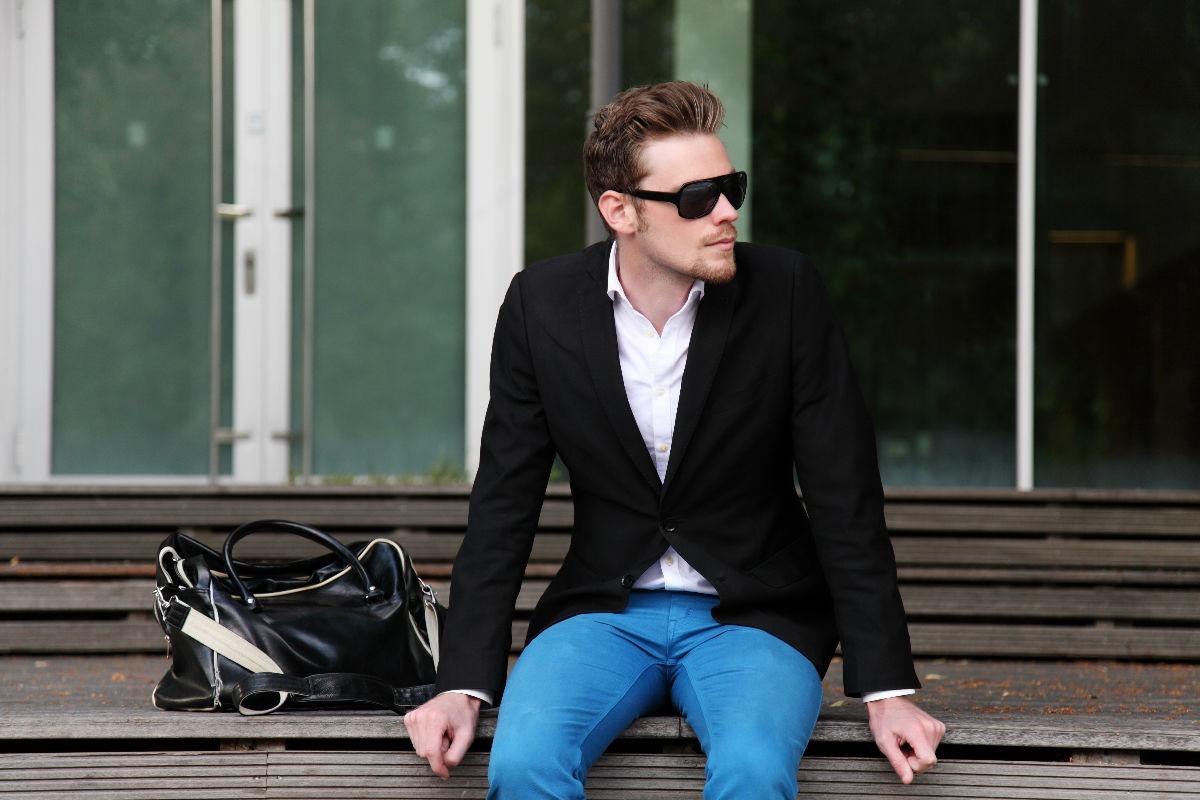 Como combinar una chaqueta negra para hombre