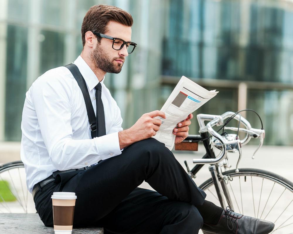 hombre leyendo mejorar memoria