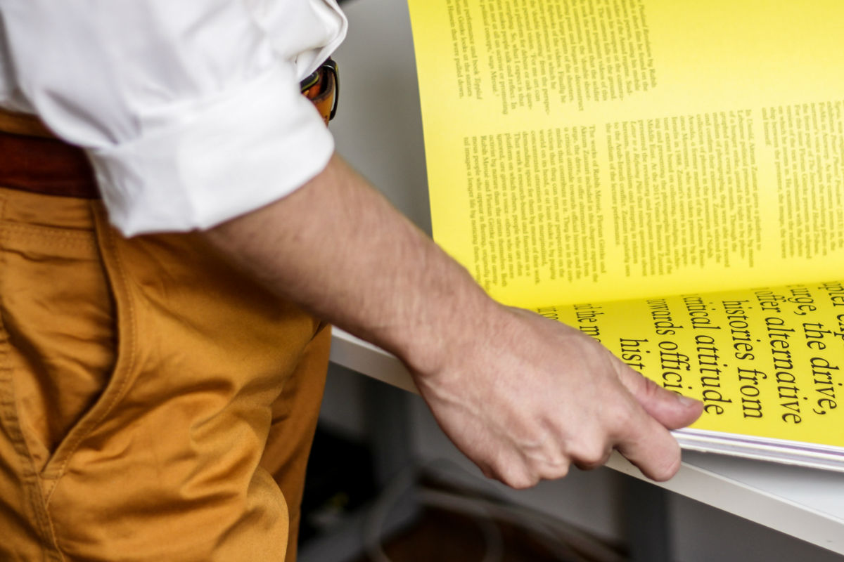 mostaza-amarillo-libro-leer