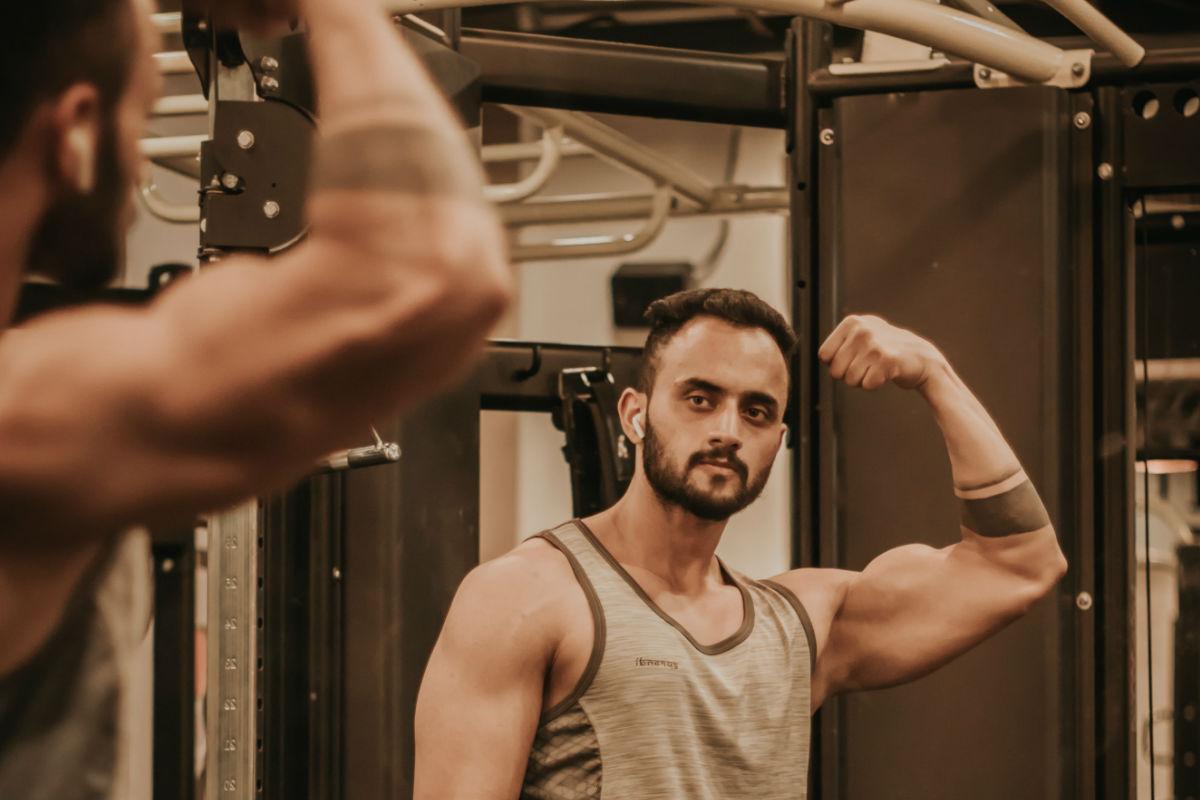 veces-semana-pesas-pesar-bascula-ejercicio-brazo hacer ejercicio