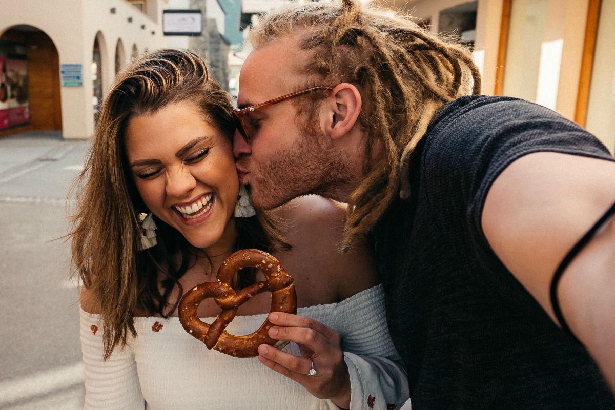 mujeres-sin-hambre-mas-romanticas-pretzel-lentes-recuerda romper la monotonía