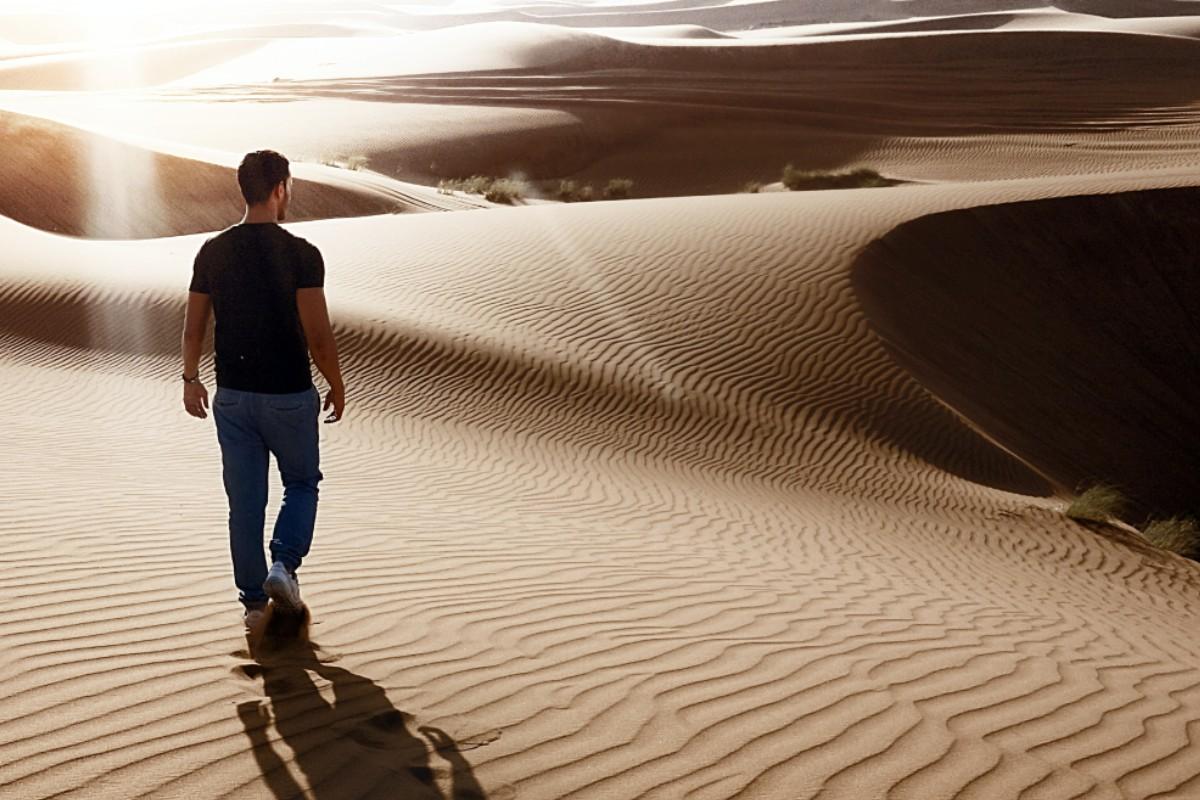 beneficios-tristeza-desierto-arena-camino-reto-exito